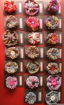 loomed flower brooches